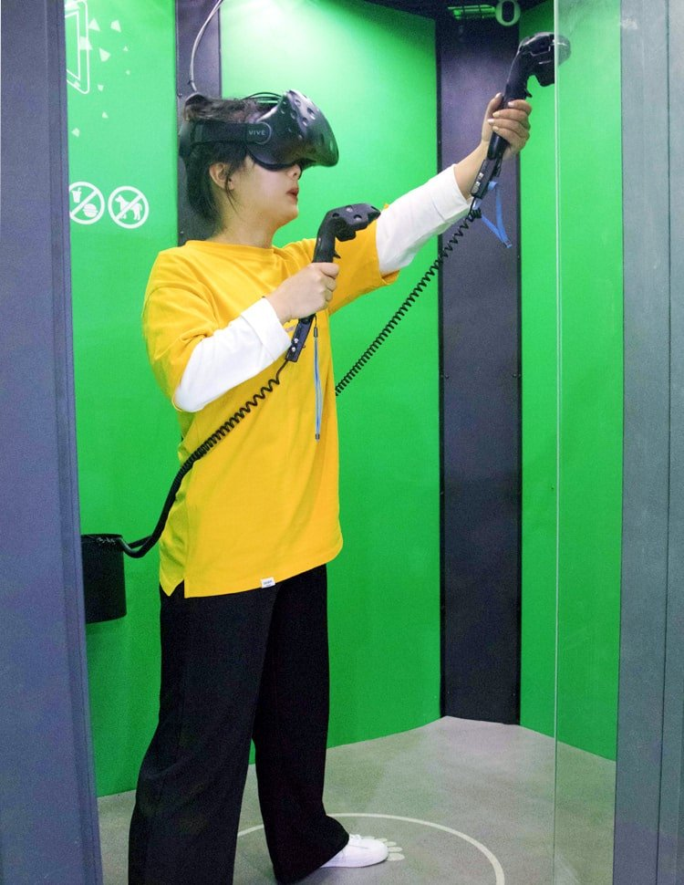 Playing VR Room